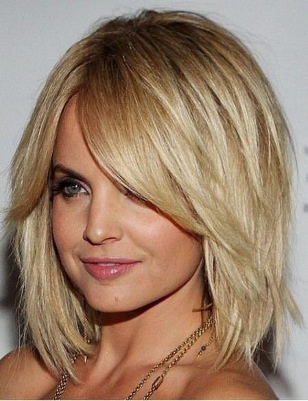 20 υπέροχα κουρέματα για να φαινονται τα μαλλιά σας πιο πυκνά