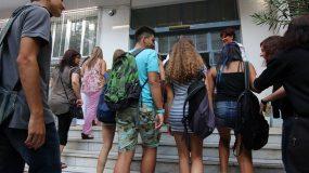Ο υπουργός, Κώστας Γαβρόγλου, απέστειλε  την  εγκύκλιο, βάζοντας στα σχολεία τη συζήτηση για γκέι και τρανσέξουαλ