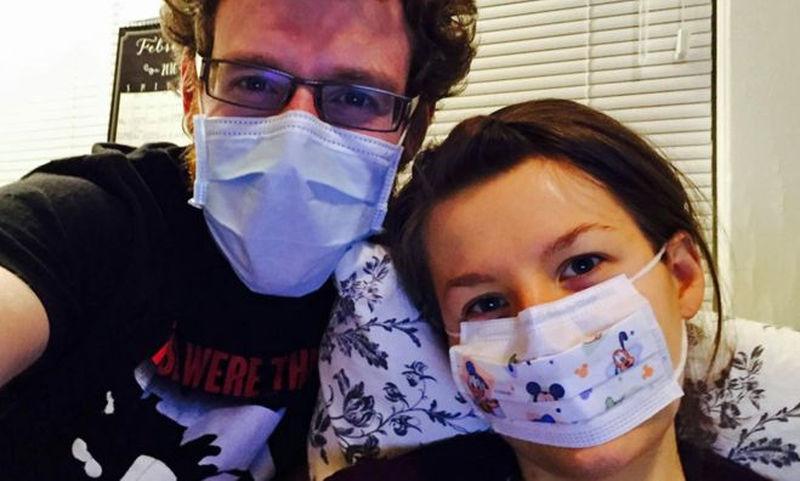 «Είμαι αλλεργική στον άνδρα μου» – Η απίστευτη ιστορία της Τζοάνα Γουάτκινς