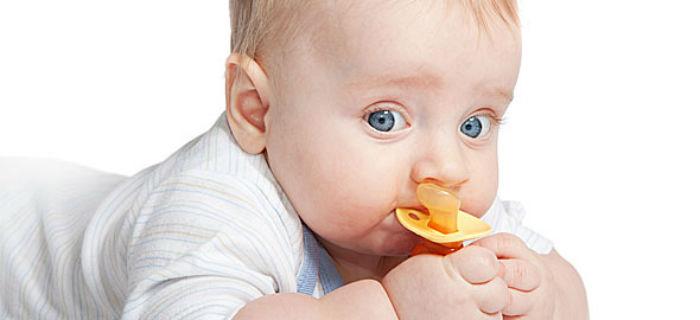 Πότε το παιδί κινδυνεύει από την πιπίλα;