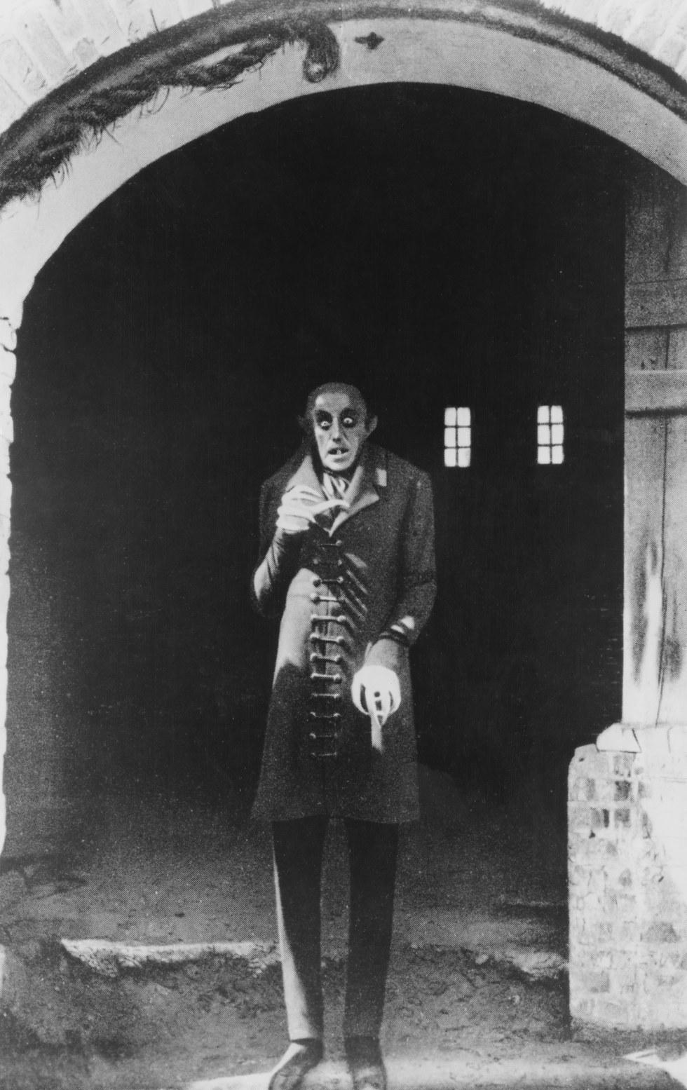 Ο πρώτος επιβεβαιωμένος βρικόλακας στην Ευρώπη που στοίχειωσε την χήρα του και ήταν αδιαπέραστος από τους σταυρούς!