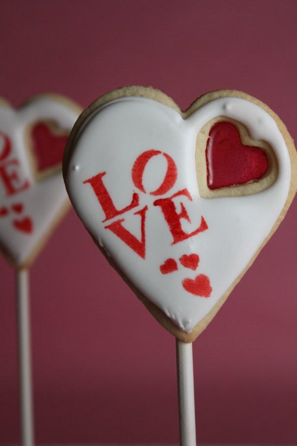 Υπέροχα μπισκότα βιτρώ για την ημέρα του Αγίου Βαλεντίνου