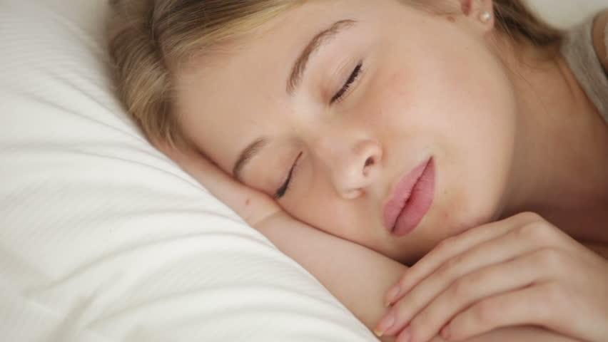 Ξέρετε τι κάνει το σώμα μας όταν κοιμόμαστε βαθιά;