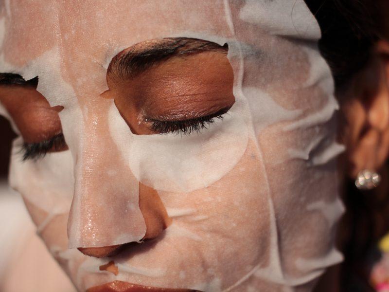 Nέα τάση στην ομορφιά: φτιάξτε μόνες σας τη μοναδική sheet mask από την Κορέα για αλαβάστρινο πρόσωπο