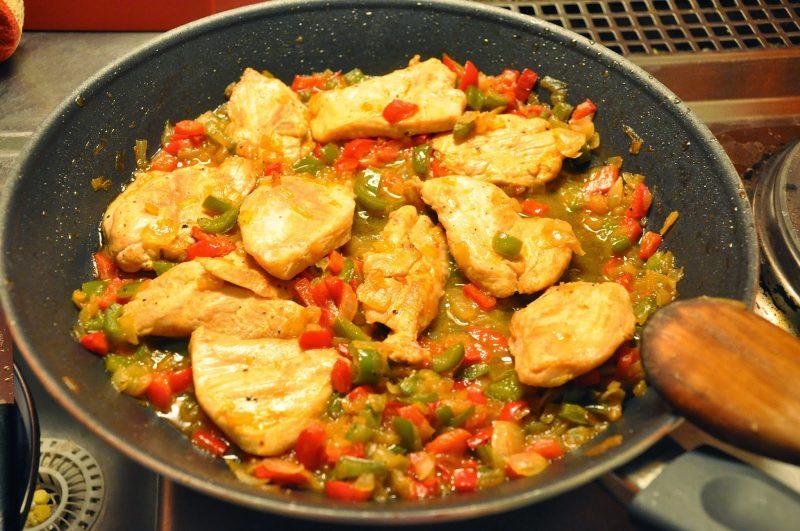 Φιλέτο κοτόπουλου με πιπερίες και σόγια σως