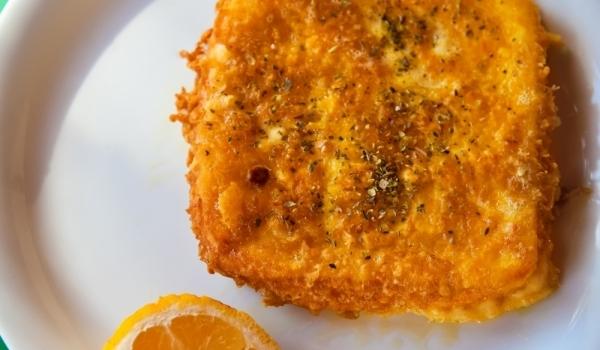6 συνταγές για σαγανάκι με τυρί, αγαπημένο μεζεδάκι όλων μας