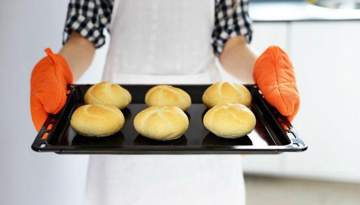 Ταψί: Κι Όμως, το Σωστό Μαγείρεμα Εξαρτάται από το Χρώμα του!