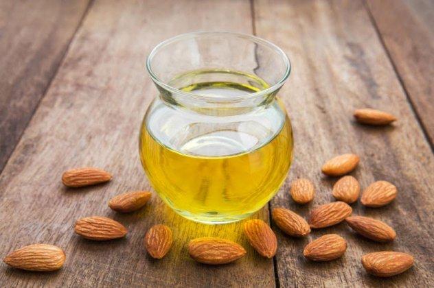Υλικά φυσικών καλλυντικών: τί είναι το αμυγδαλέλαιο