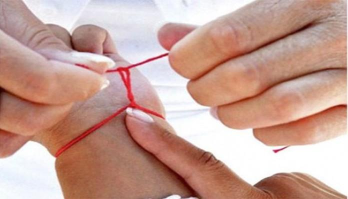 Οχι δεν είναι Μάρτης! Η κόκκινη κλωστή στο χέρι σημαίνει πράγματα που ούτε καν είχατε φανταστεί!