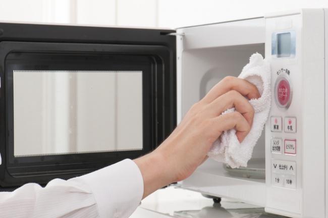 Κόλπα και μυστικά που θα κάνουν την κουζίνα σας να λάμπει!