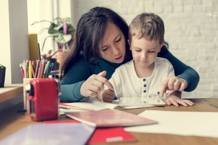Οι γονείς αναρωτιούνται: Γιατί τόσες εργασίες για το σπίτι;