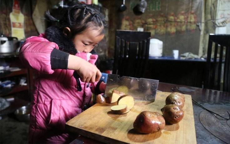 Οι σπαρακτικές εικόνες από την καθημερινότητα μιας πεντάχρονης