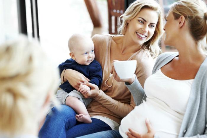 """Πέντε τρόποι να """"αντιμετωπίσεις"""" τη φίλη με τις συνεχείς… υποδείξεις για την ανατροφή του παιδιού σου"""