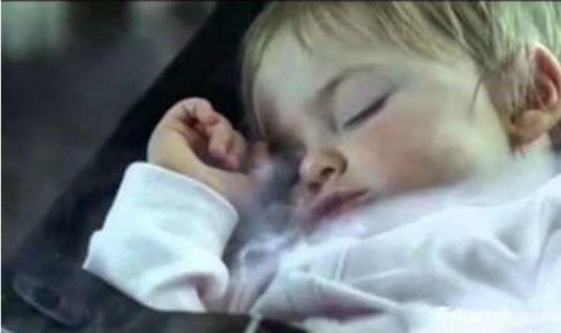 Θυμηθείτε: αν καπνίζετε κοντά σε παιδιά, τα παιδιά καπνίζουν κι αυτά!