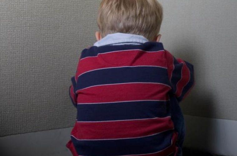 Φρίκη: Μητέρα σιδέρωσε τον γio της γιατί ήταν… ξεχασιάρης