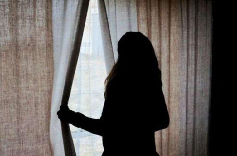Ηλεία: Ανατροπή στην υπόθεση με τον θείο που «βίασε» την 18χρονη ανιψιά του – «Την αγαπώ, την θέλω» (Vid)