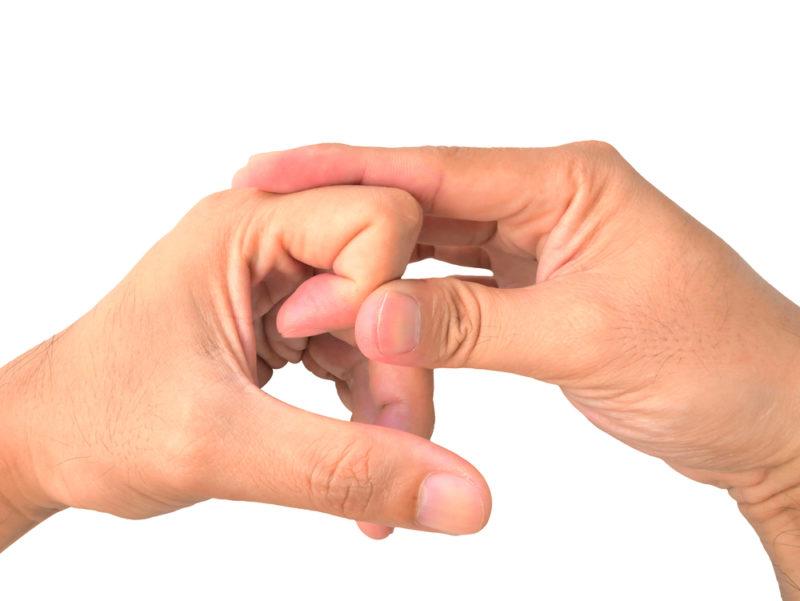 Αυτό συμβαίνει όταν τρίζετε τα δάχτυλα σας...