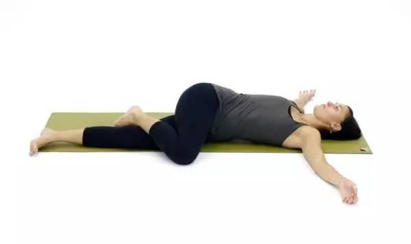 Κάντε αυτή την κίνηση κάθε βράδυ πριν πάτε για ύπνο και θα μεταμορφώσετε το σώμα σας σε χρόνο μηδέν!