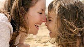 5 πράγματα που πρέπει να διδάξεις στην κόρη σου πριν μπει στην εφηβεία