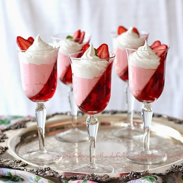 Ζελέ φράουλας να το πιείς στο ποτήρι !