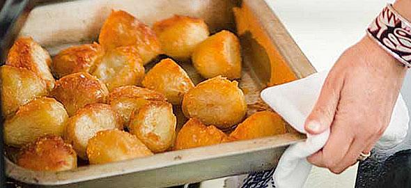Μυστικά για πεντανόστιμες πατάτες φούρνου
