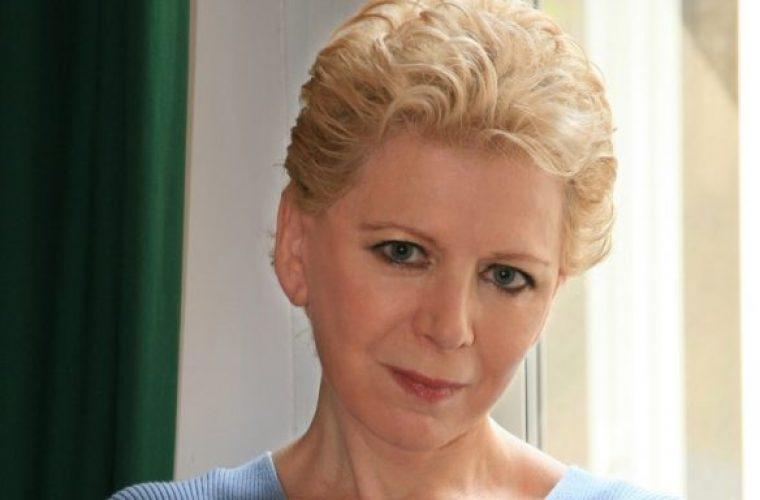 Η Έλενα Ακρίτα δίνει την πιο… ακριβοπληρωμένη απάντηση στον δικηγόρο από τη Θεσσαλονίκη