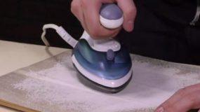 Δεν γίνονται αυτά… σιδερώνει το αλάτι! Μάθε γιατί [vid]