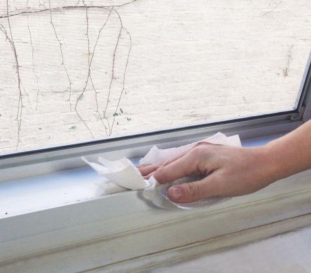 Καθαρίστε σωστά τα κουφώματα των παραθύρων σας