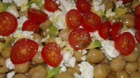 Καλοκαιρινή σαλάτα με ρεβίθια!