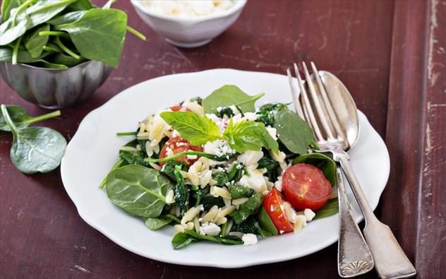 Τι μπορεί να κάνει τη σαλάτα σας πιο χορταστική και υγιεινή;
