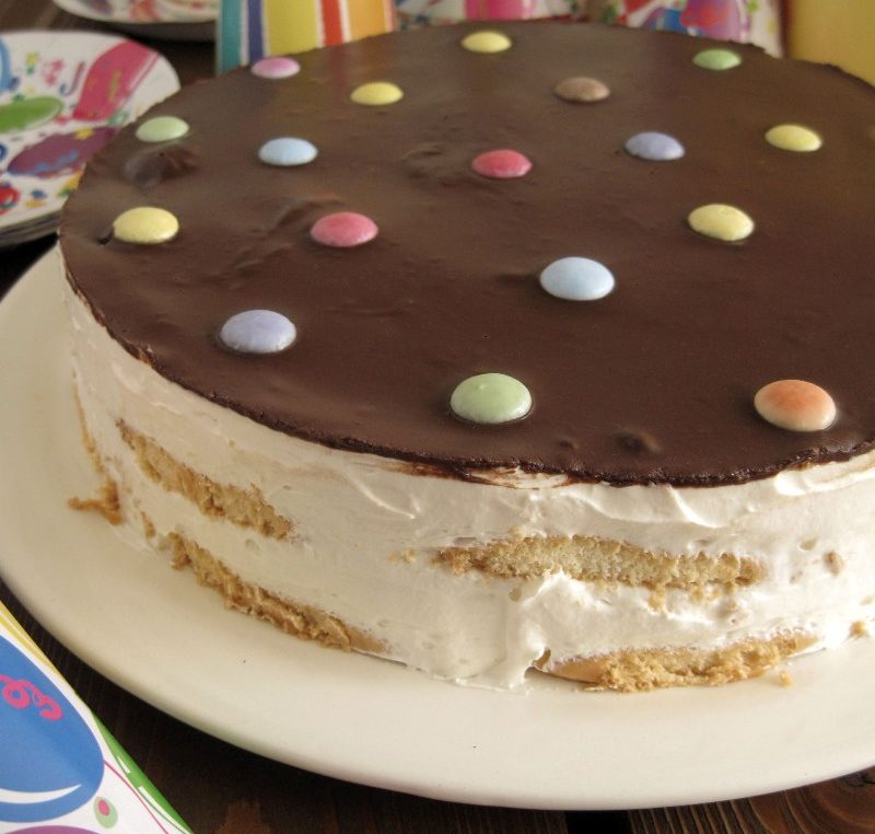 Πανεύκολη και πεντανόστιμη τούρτα γενεθλίων χωρίς καθόλου ψήσιμο!