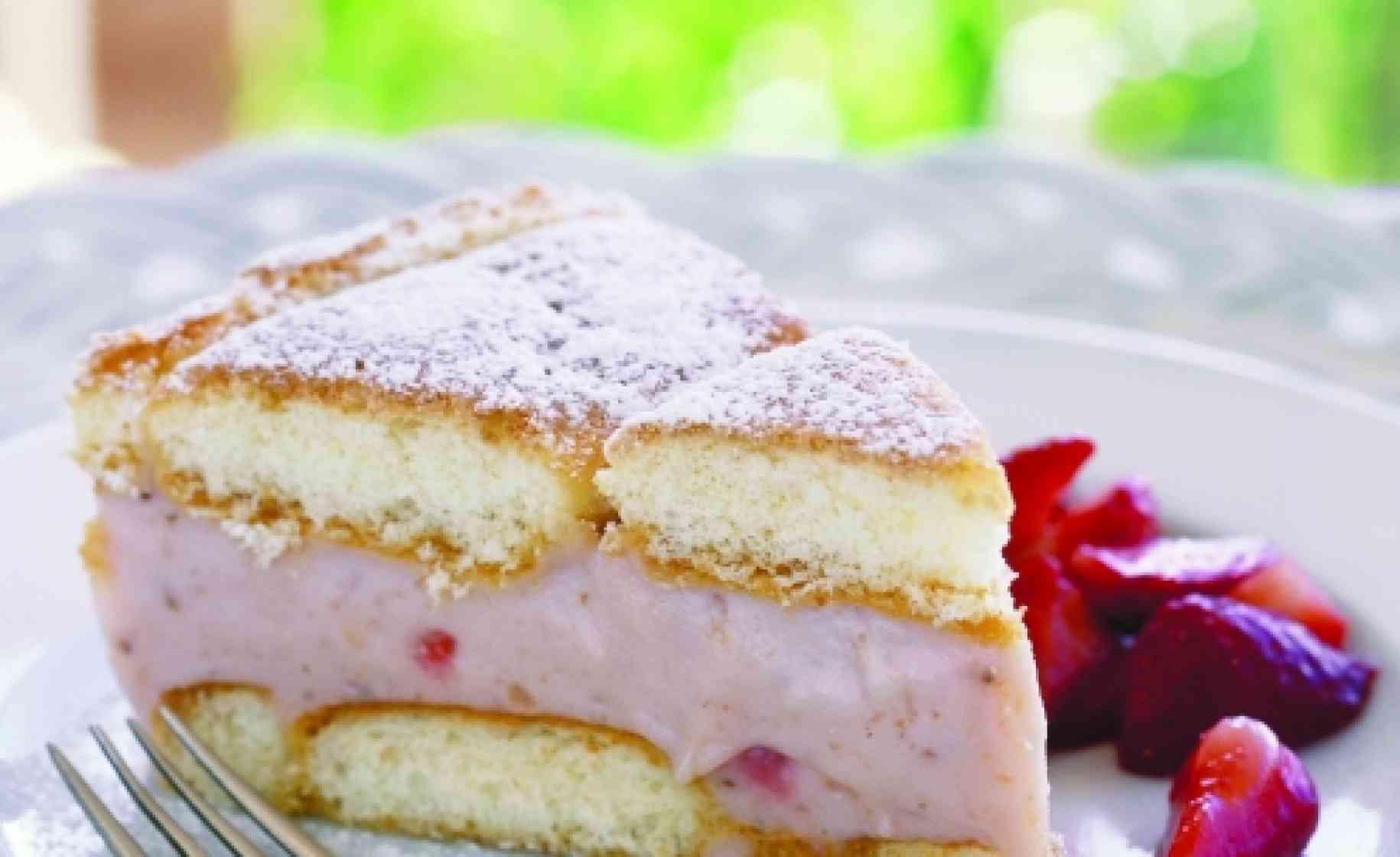 Γλυκο ψυγειού με φράουλα και λευκή σοκολάτα