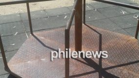 Στο νοσοκομείο παιδάκι από ακατάλληλη τραμπάλα πάρκου – Από καυτό σκουριασμένο μέταλλο (Photo)