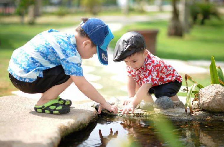 Πώς θα εξασφαλίσετε ότι το παιδί σας θα πίνει αρκετό νερό το καλοκαίρι