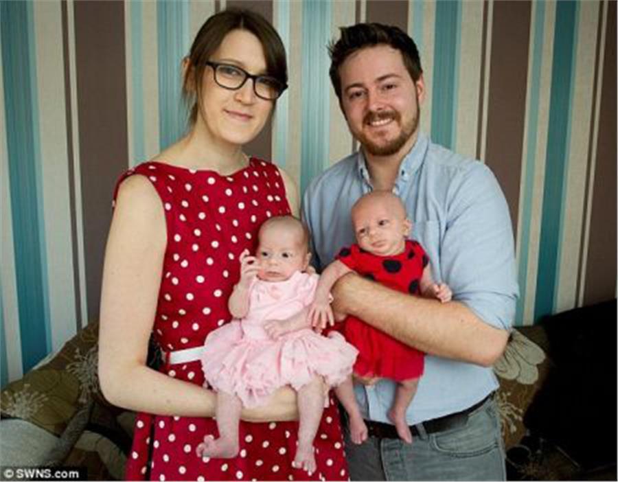 Γυναίκα κατάφερε χωρίς γεννητικά όργανα, να φέρει στον κόσμο δύο υγιέστατα κοριτσάκια!