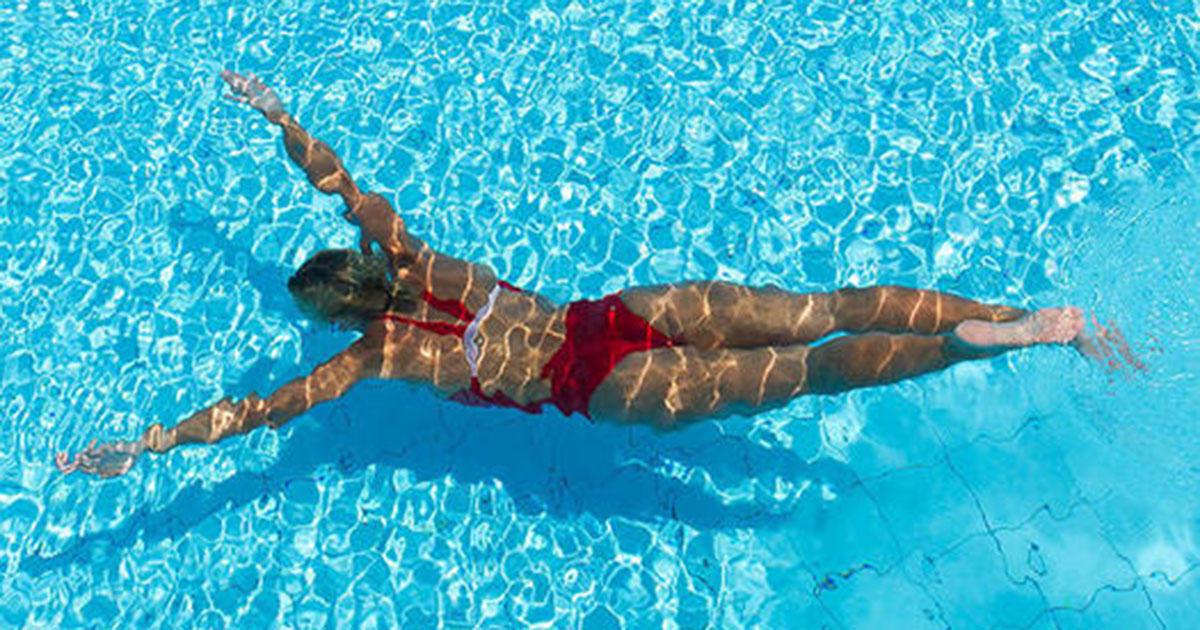 «Λιώσε» το λίπος με crosswim! To πρόγραμμα 30 λεπτών για να κάψεις 300 θερμίδες και να καις όλη μέρα!