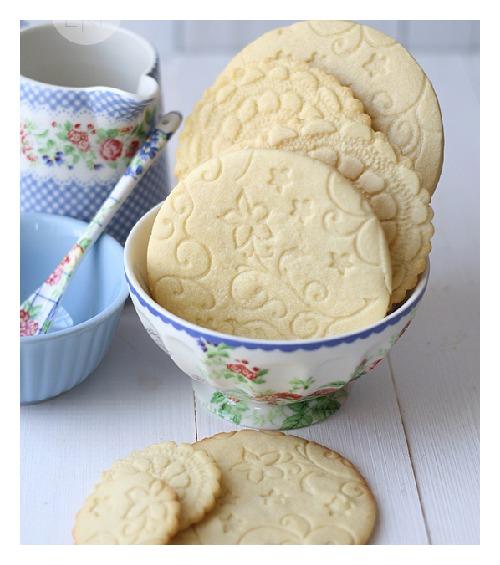 Ιδέα  για πάρτυ-βάφτιση-γάμο -ανάγλυφα cookies από δαντέλα !!!