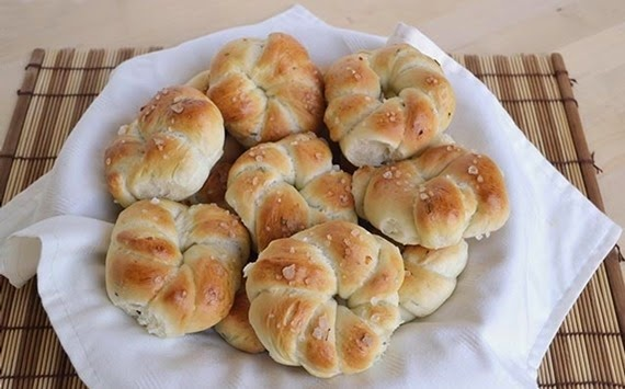 Μικρά ψωμάκια με κρεμμύδι