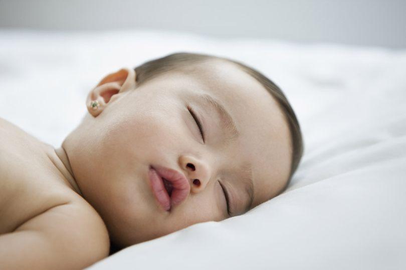 Πως θα βοηθήσετε το νεογέννητο να δημιουργήσει μια σωστή ρουτίνα ύπνου
