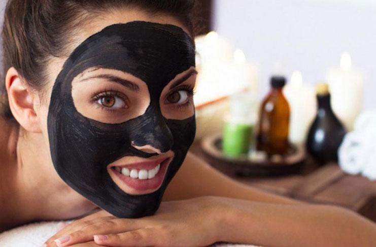Φτιάξτε τη δική σας μαύρη μάσκα ενάντια στα μαύρα στίγματα