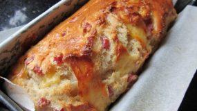 Αφράτο ψωμί με γαλοπούλα και τυρί