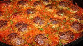 Κεφτεδακια Φούρνου Κοκκινιστά  με πηχτή κόκκινη σάλτσα. Μια συνταγή μούρλια