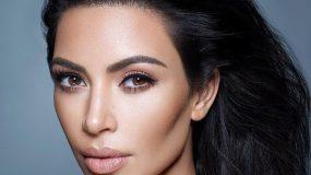 Το «σωτήριο» κόλπο της Kim Kardashian για να βγάλει τους λεκέδες μακιγιάζ από τα ρούχα της
