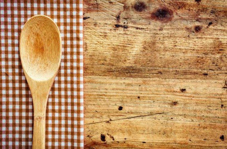 Πώς να διατηρήσω περισσότερο τις ξύλινες κουτάλες της κουζίνας;