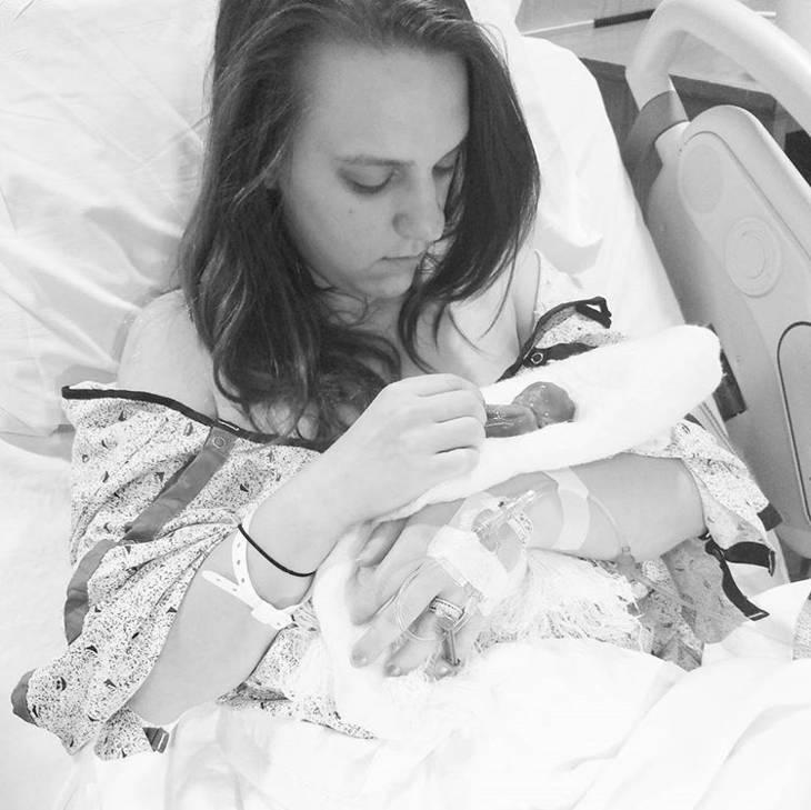Μετά απο 2 αποβολές αυτή η μαμά μοιράζεται το πως είναι να βλέπεις για πρώτη φορά και να αποχαιρετάς το μωράκι σου που έχει γεννηθεί νεκρό