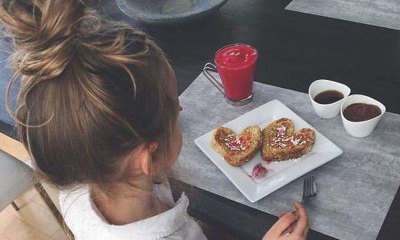 Όταν το παιδί πεινάει συνέχεια: Πώς να το βοηθήσετε να ελέγξει το βάρος του!!!