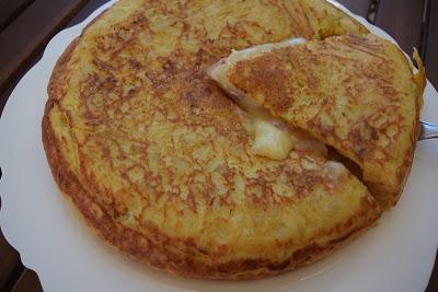 ΔΕΙΤΕ τι μπορείτε να φτιάξετε με ελάχιστα υλικά όπως αυγά,τυρί του τοστ !!! Ενα γρήγορο χορταστικό Τ Ε Λ Ε Ι Ο γεύμα
