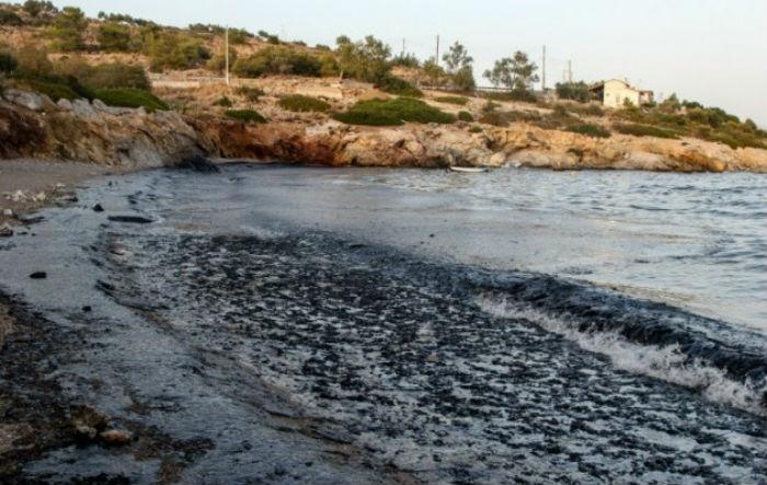 Πετρελαιοκηλίδα – γίγαντας στην Αττική: Μάθετε τα πάντα για την υγεία και την ασφάλειά σας