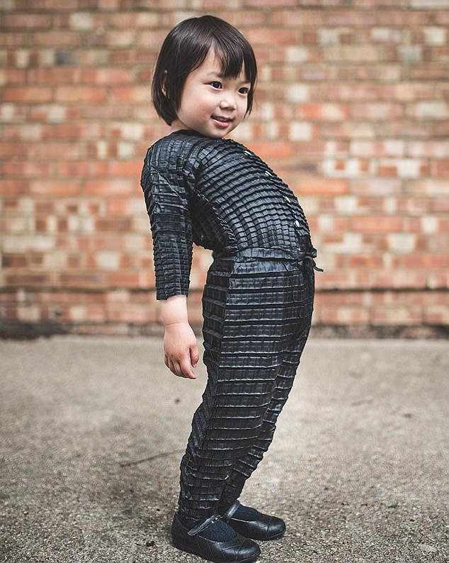 Δημιουργήθηκαν τα ρούχα που «μεγαλώνουν» μαζί με το παιδί
