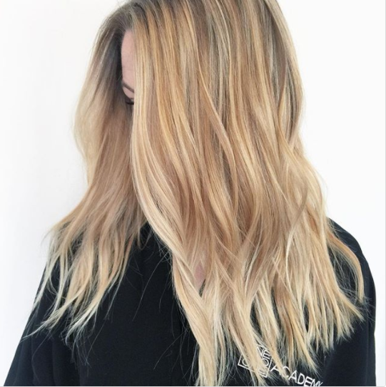 Cream soda blonde: Η τάση στο χρώμα των μαλλιών που κυριαρχεί